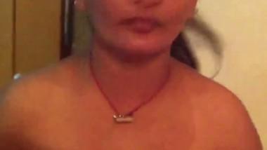Desi Bhabhi in Slawar Goes Nude For Lover Mms Video