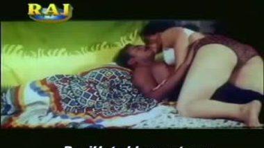Mallu Aunty Boob Pressing Scene