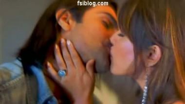 Mahima Ashmit Smooch Scene – FSIBlog.com