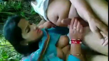 Desi outdoor sex clip of sexy young muslim bhabhi fucked by neighbor