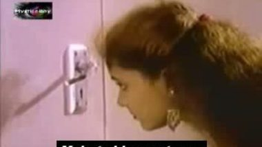 Chennai hot sexy girl peeping into bathroom