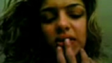 Sexy Kolkata Girlfriend Gives Blowjob Before Hardcore Sex