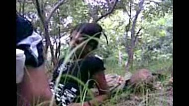 Quick outdoor fuck with innocent gf for first time