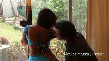 Bollywood sex of gorgeous desi bhabhi romance with director