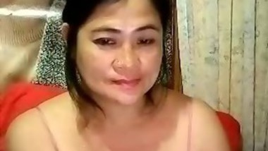 Mature Asian Fools Around With Her Pussy
