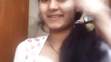 Young Indian shows her tits