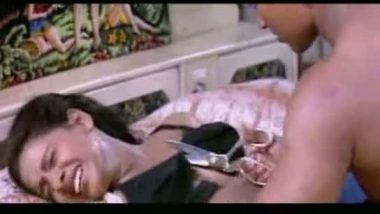 Mallu aunty topless sex scenes in desi masala clip