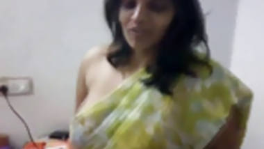 Indian MILF does a little strip tease with saree