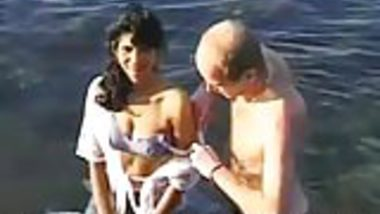 Indian Amateur Babe From Goa Fucked By Traveler At Beach