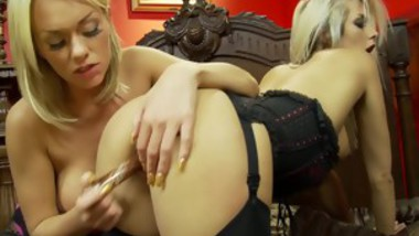 Pretty Blonde Paige Ashley With Bigtits Rubbing Her pussy