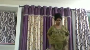 Real desi aunty caught by maid leaked mms