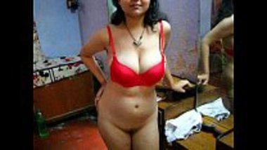Hot Indian bhabhi Savita stripping