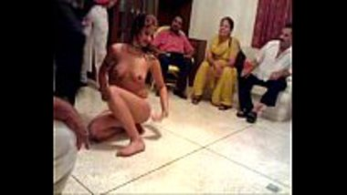 Hot Pakistani girl dancing naked for a family