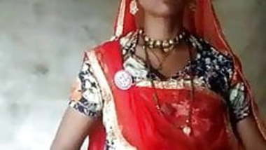 rajasthani bhabhi flashes for bf infront of son