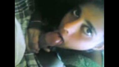 Sexy Bangladeshi girl doing a nice oral