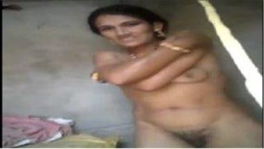 Sexy Marwadi Aunty Showing Nude
