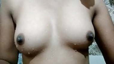 Desi wife showing her boobs
