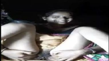 Sexy Village Bhabhi Sliding Saree To Show Pussy