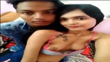 Topless Desi Girl Couldn't Stop Kissing Lover On Selfie Video