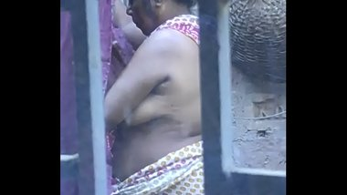 Desi mature aunty showing boobs and shaved armpit