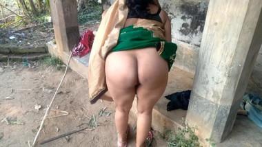 Big Ass Bhabhi In Yellow Green Saree Fingering Pussy Outdoor Boobs Milking