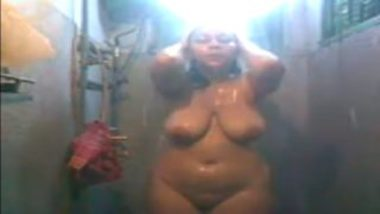 Big boobs desi aunty bathing mms video