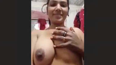 Sexy Bhabhi Record her Nude Selfie