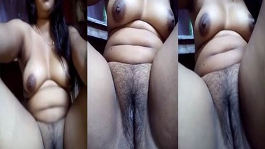 Tempting hot Indian pussy show MMS video