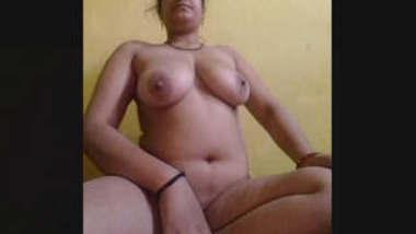 Horny Bhabhi Record Nude Selfie