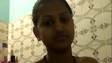 Danda desi girl making nude selfie in the bathroom