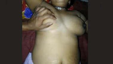 Desi Bhabhi Shocking Boob and fingering pussy