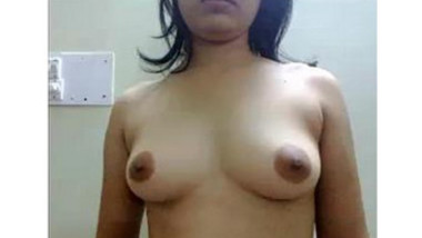 Desi bhabhi posing for hubby & shows pussy & asshole closeup with mehndi hands