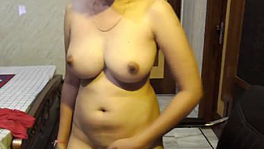 Desi Beautiful Completely Nude Girl