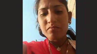 Desi Village Lady Pissing