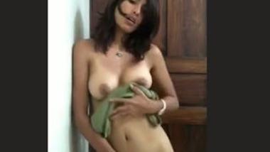 Desi cute girl show her nude body