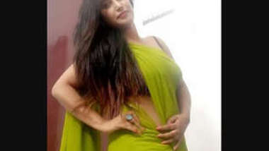 Desi sexy bhabi show her nude body and make video
