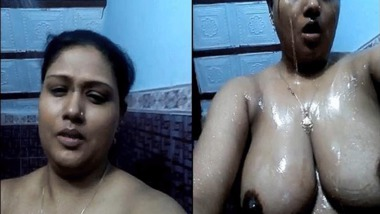 Sexy chubby Indian wife bathing selfie video just arrived