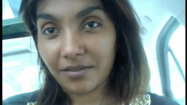 Desi girlfriend sucking fucking her lover in a car