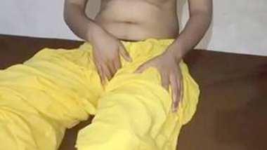 Desi village bhabi show her boobs n pussy