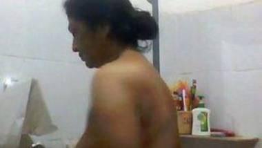 Bengali aunty bathing hidden cam video
