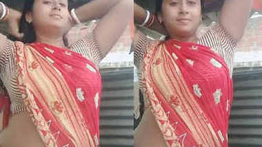 homely hot aunty navel show in saree