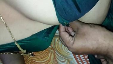 Madrasi chachi ki kaali chut pati ke friend ne khoob chodi