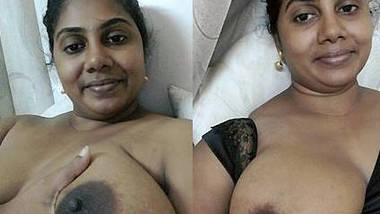 desi aunty hot pussy show and fingring 1