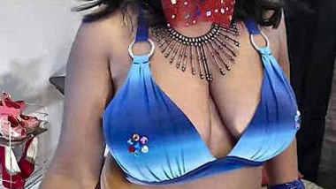 Sexy saree aunty