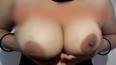 Famous Desi 'Anu Bhabi' Sexxy Juicy Boob Play