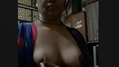 Bhabhi playing with boobies