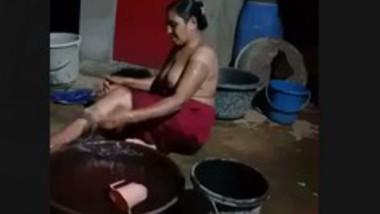 Desi bhabi bath