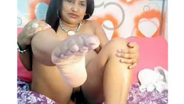 Desi Malli Aunty Playing Nude on Cam Showing Pussy Nasty