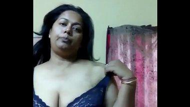 Tamil Aunty Showing Sexy Big Boobs