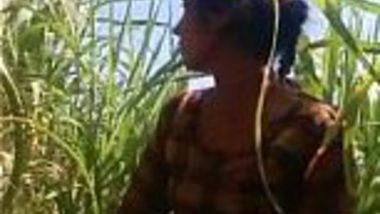 Leak MMS of Patna village girl enjoying sex in a field